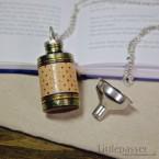 necklaceFlask_goldenCheck01